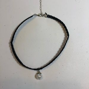 Jewelry - NWOT Black Choker Necklace with Pearl Color Drop.
